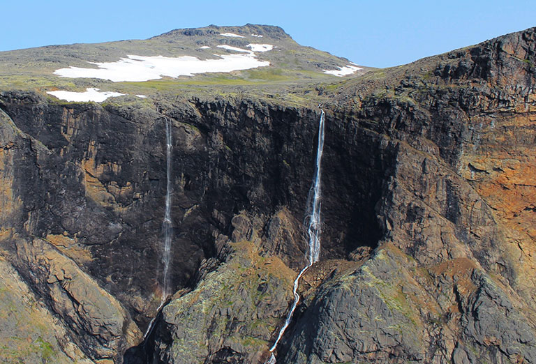 The Peak of the Twin-Falls